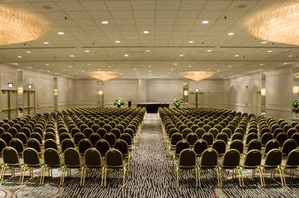 CHIMMDT_Doubletree_Hotel_Chicago_Magnificent_Mile_gallery_meetings_ballroom_large_5