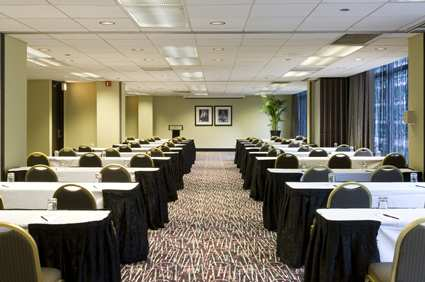 CHIMMDT_Doubletree_Hotel_Chicago_Magnificent_Mile_gallery_meetings_meetingroom1_large_2