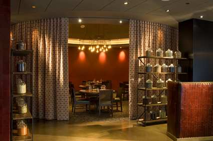 CHIMMDT_Doubletree_Hotel_Chicago_Magnificent_Mile_gallery_restaurants_markethouse1_large_2